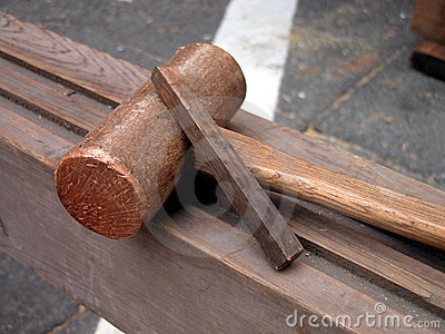 用工具加工木