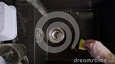 用黑水洗手 股票视频