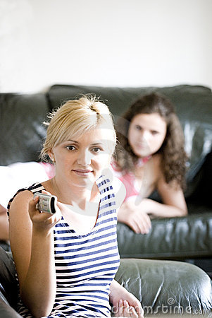 电视二注意的妇女