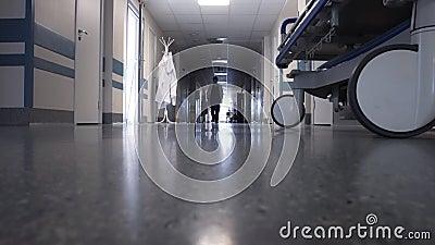 男医生走在长廊 股票录像