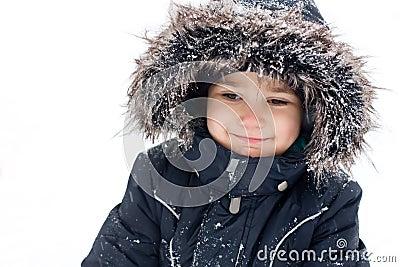男孩快乐的孩童用防雪装