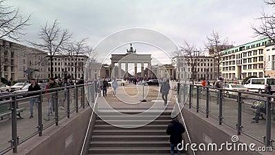 白天人,游客,游览德国柏林巴里广场勃兰登堡门 影视素材