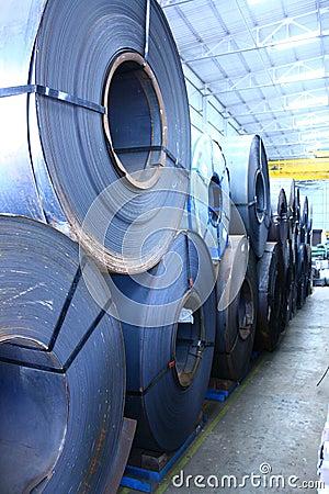 盘绕冷热轧的被堆积的钢