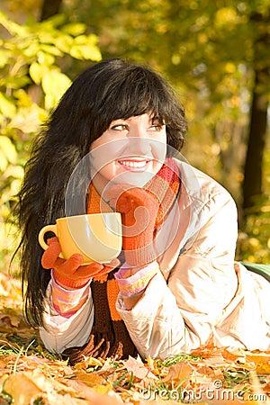 女性女演员妇女季节工厂帽子微笑快乐成人户外方式