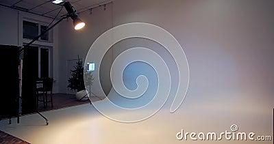 4000米的白色背景、照明和设备摄影棚 影视素材