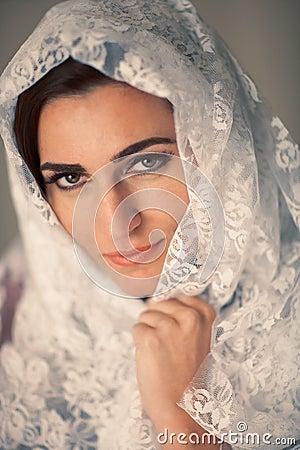 纵向面纱妇女