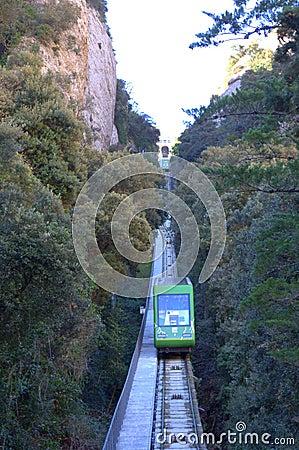 深圳山�9�.��nya_de catalunya火车到达 从修道院, funicular de sant霍安缆车上升至山