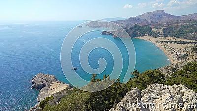 罗得岛海岛地中海海岸的美丽如画的看法有岩石的 股票视频