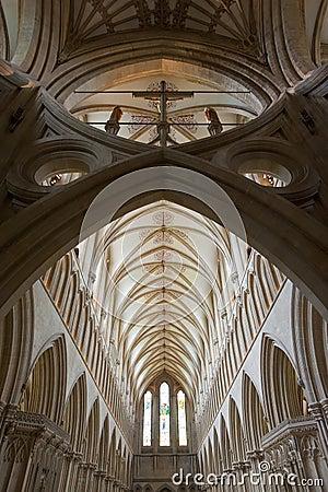 免版税库存照片: 美丽的大教堂哥特式内部井图片