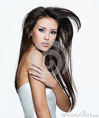 美丽的棕色头发长的肉欲的妇女