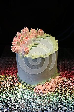 与照片打印的蛋糕 高的妖怪 与女孩的蛋糕奶油.