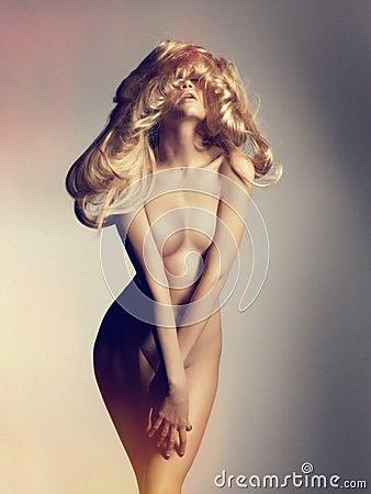 美丽的裸体妇女