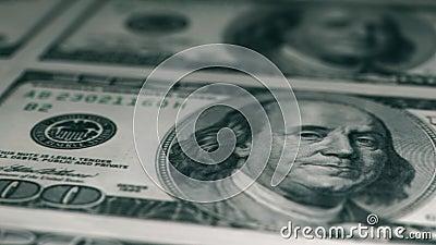 100美元钞票的宏镜特写镜头 100美元纸币摘要 股票视频