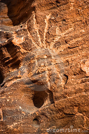 美国当地刻在岩石上的文字