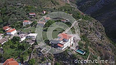 老历史堡垒废墟和古老村庄有山口的 股票视频