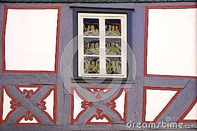 老fachwerk房子的片段。