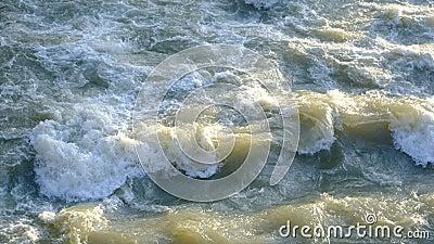 肮脏的水在城市 股票录像