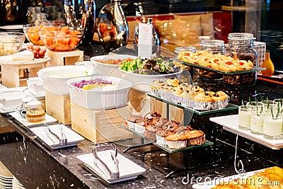 餐自助_在早餐自助餐承办酒席的选择聚焦点在旅馆餐馆-葡萄酒滤光器.
