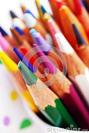 艺术明亮的色板显示铅笔