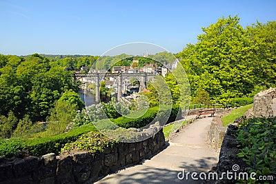 英国小山knaresborough高架桥视图