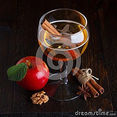 苹果汁静物画
