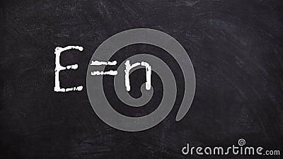 著名在黑板或黑板4k英尺长度的惯例爱因斯坦手写的动画 库存例证