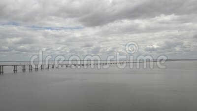 葡萄牙波尔图 杜罗河古城和长廊的空景 城市与河桥 裸vi 股票录像