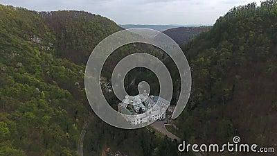 蒂斯马纳修道院的无人机景观 股票视频