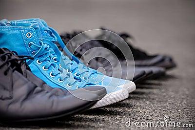 蓝色运动鞋
