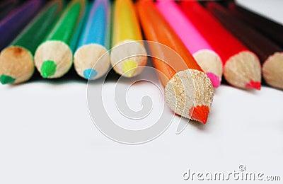 蜡笔查出的橙色铅笔
