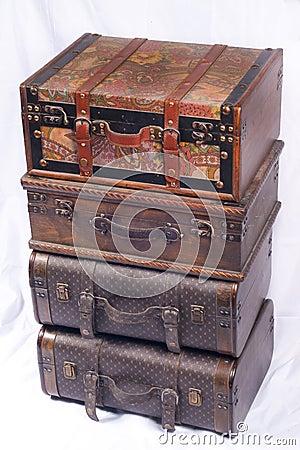 被包装的手提箱