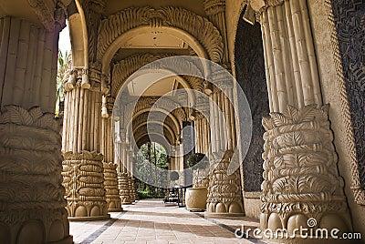 被成拱形的城市入口失去的宫殿