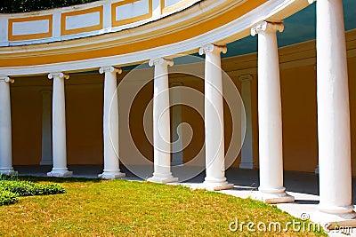 库存图片: 被成拱形的走廊图片