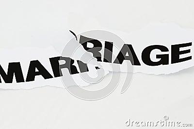 被撕毁的单独的婚姻