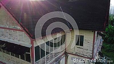 被放弃的房子鸟瞰图在芙蓉市马来西亚 股票视频