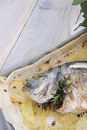 被烘烤的海鲷