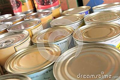 装副食品于罐中