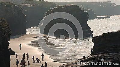 西班牙加利西亚La Coruna的Playa del Matadero海滩 股票视频