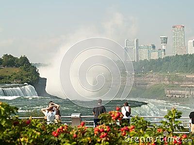观光在尼亚加拉大瀑布 编辑类图片