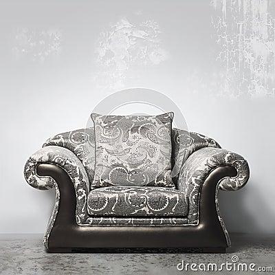 豪华葡萄酒样式沙发对灰泥墙壁在演播室.图片