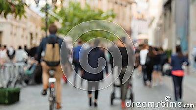 走在街道上,不在焦点的人们