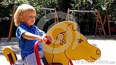 赶走玩具马的小男孩 影视素材