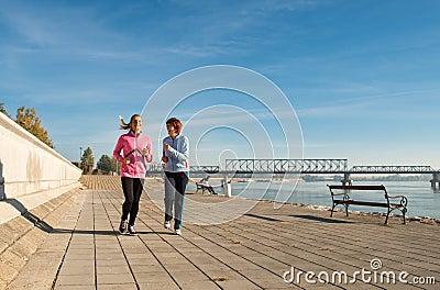 跑步在海岸