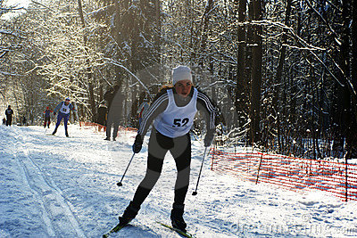 运行滑雪运动员 编辑类库存照片