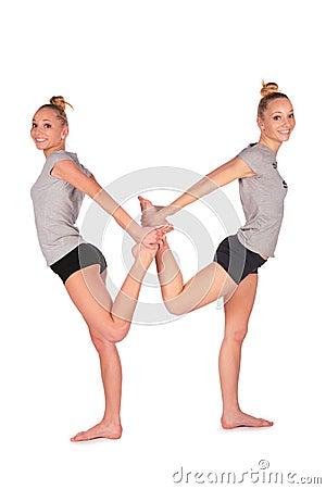 返回平衡女孩体育运动孪生