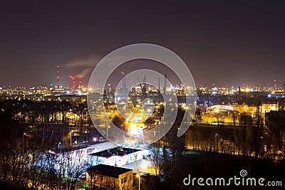 造船厂在格但斯克在晚上,波兰