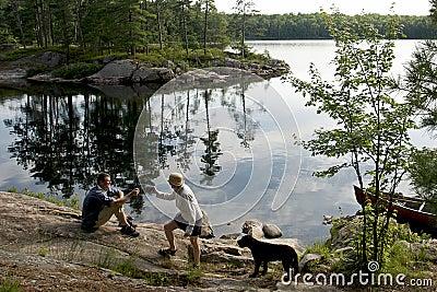 野营的加拿大独木舟