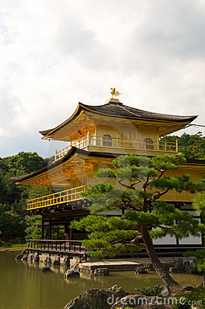 金黄kinkakuji kyot pavillion寺庙