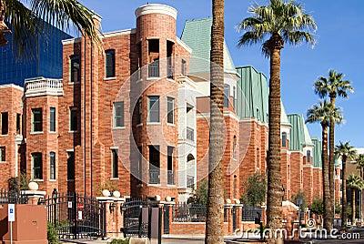铜顶房顶了现代砖公寓房市内住宅