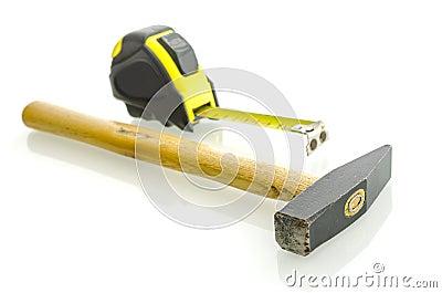 锤子和测量的磁带